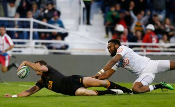 Emiliano Boffelli of Jaguares scores a try under pressure from Lukhanyo Am of Sharks during a Super Rugby match at Jose Amalfitani Stadium