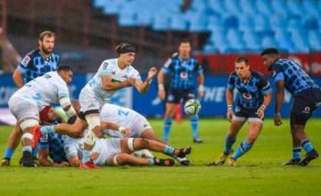 Jonathan Ruru passes the ball for the Blues