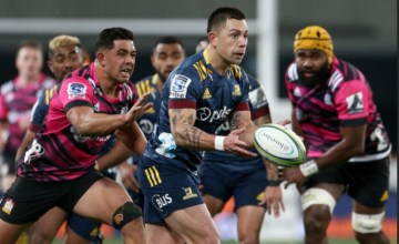 Rob Thompson of the Highlanders set-up midfield partner Sio Tomkinson for the try as the Highlanders edge the Chiefs 28-27 at Forsyth Barr Stadium, Dunedin.
