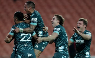 HAMILTON, NEW ZEALAND - JULY 19: Patelesio Tomkinson of the Highlanders (L) is congratulated by Aaron Smith on scoring a last minute winning try during the round 6 Super Rugby Aotearoa match between the Chiefs and the Highlanders at FMG Stadium Waikato on July 19, 2020 in Hamilton, New Zealand