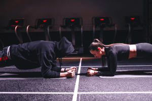 2 people doing planks