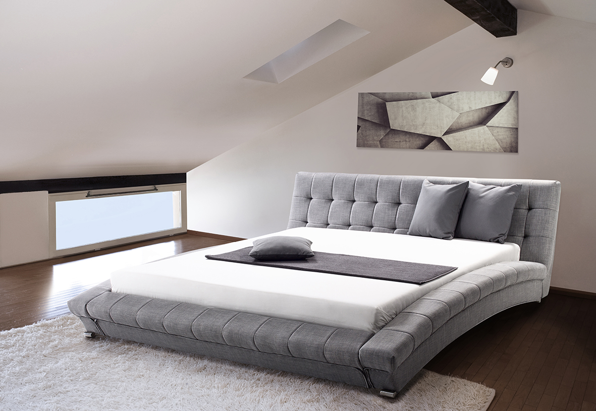 Das Komplette Bett Ist Mit Quadratischen Gut Gepolsterten Segmenten Uberzogen Und Macht Ihr Schlafzimmer Zu Einem Echten Hingucker