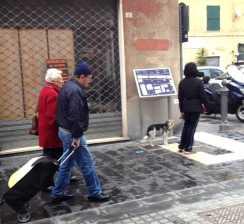 La targa per non vedenti in via Fusinato_ridotta
