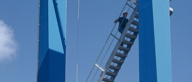 Scegliamo il colore delle nuove gru che saranno installate nel porto di Pra'. Un nuovo modo di partecipazione.