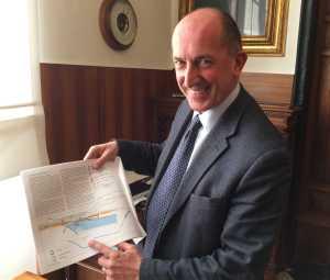 Il Presidente Luigi Merlo indica il nuovo Porto di Pra'
