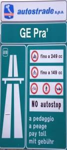 Come dovranno essere i cartelli stradali