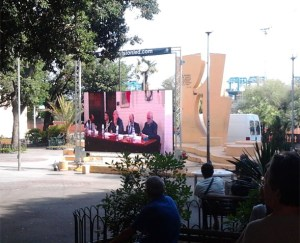 Il mega schermo in Piazza Bignami