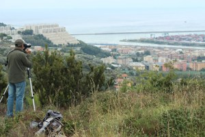 Gianni Lucchi in birdwatching sulle alture di Pra'