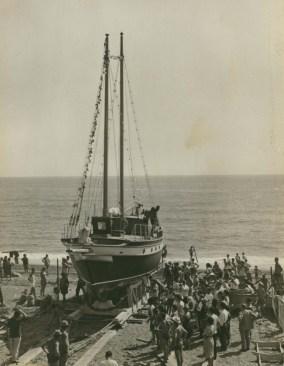 2 Goletta Gloria - varo spiaggia Pra' Agosto 1963