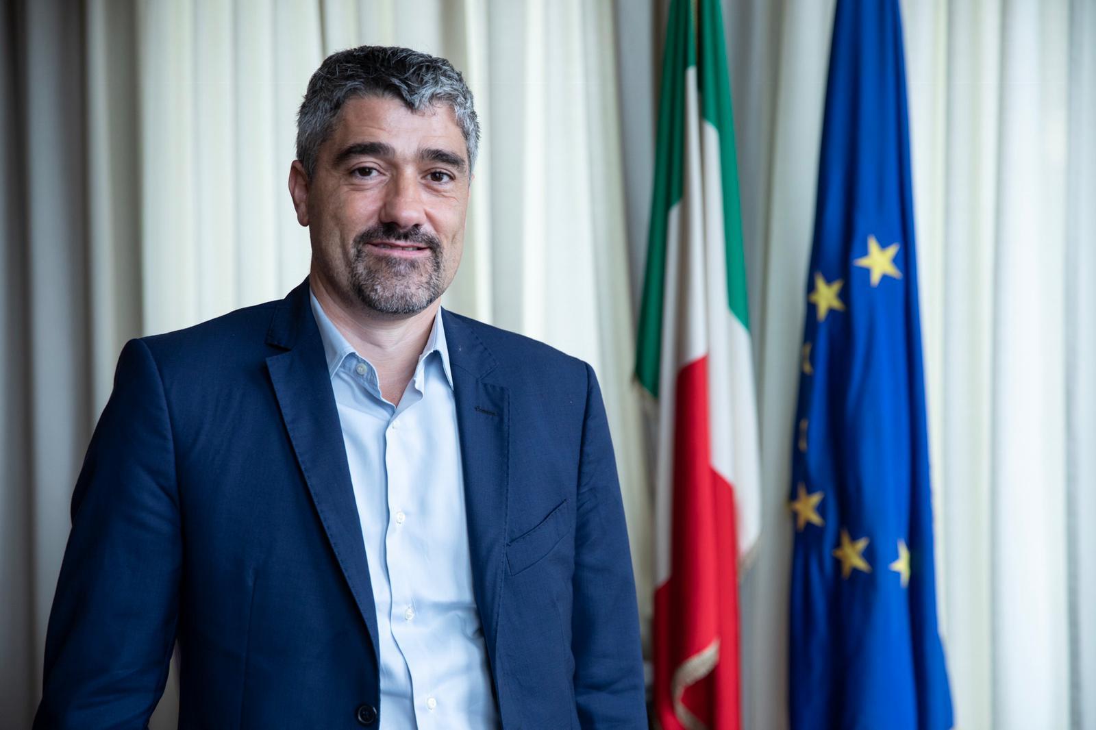 on. Roberto Traversi
