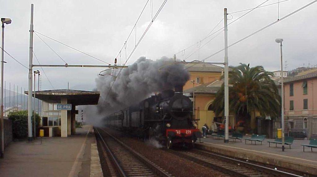 Locomotiva a vapore alla stazione di Pra' – 1999