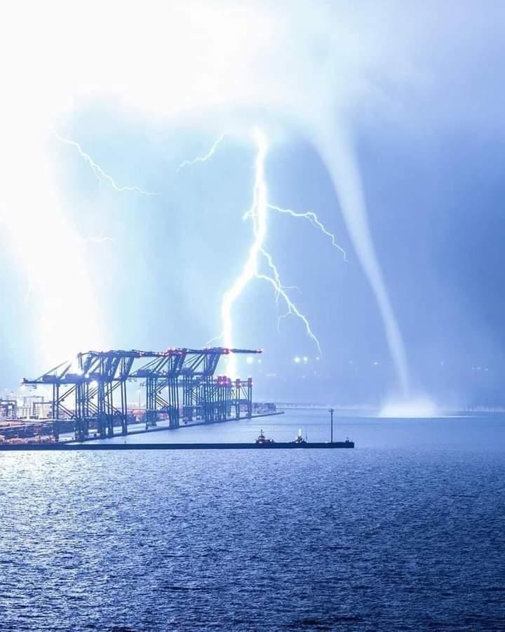 Tempesta al Bacino Portuale di Pra'