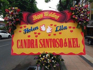 Bunga papan wedding di surabaya