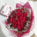 buket tangan mawar merah