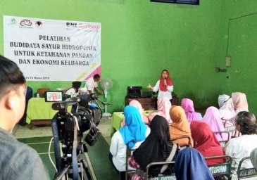 Eva Sundari Ajak Ibu-ibu Tulungagung jadi Pengusaha Sayur Hidroponik