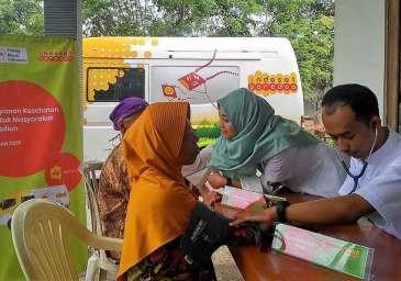 Banjir Madiun, Indosat Ooredoo Peduli Salurkan Donasi CSR lewat PMI