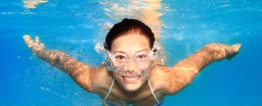 woman underwater with swimming goggles