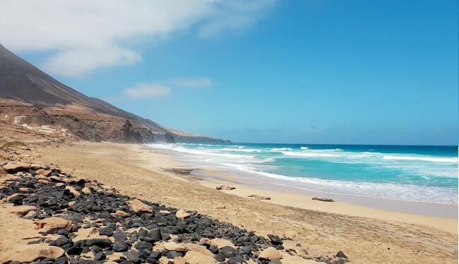 Practicar surf en Fuerteventura y guía de viaje a tope