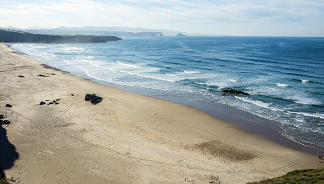 Surf en Asturias, todos los secretos para un viaje perfecto