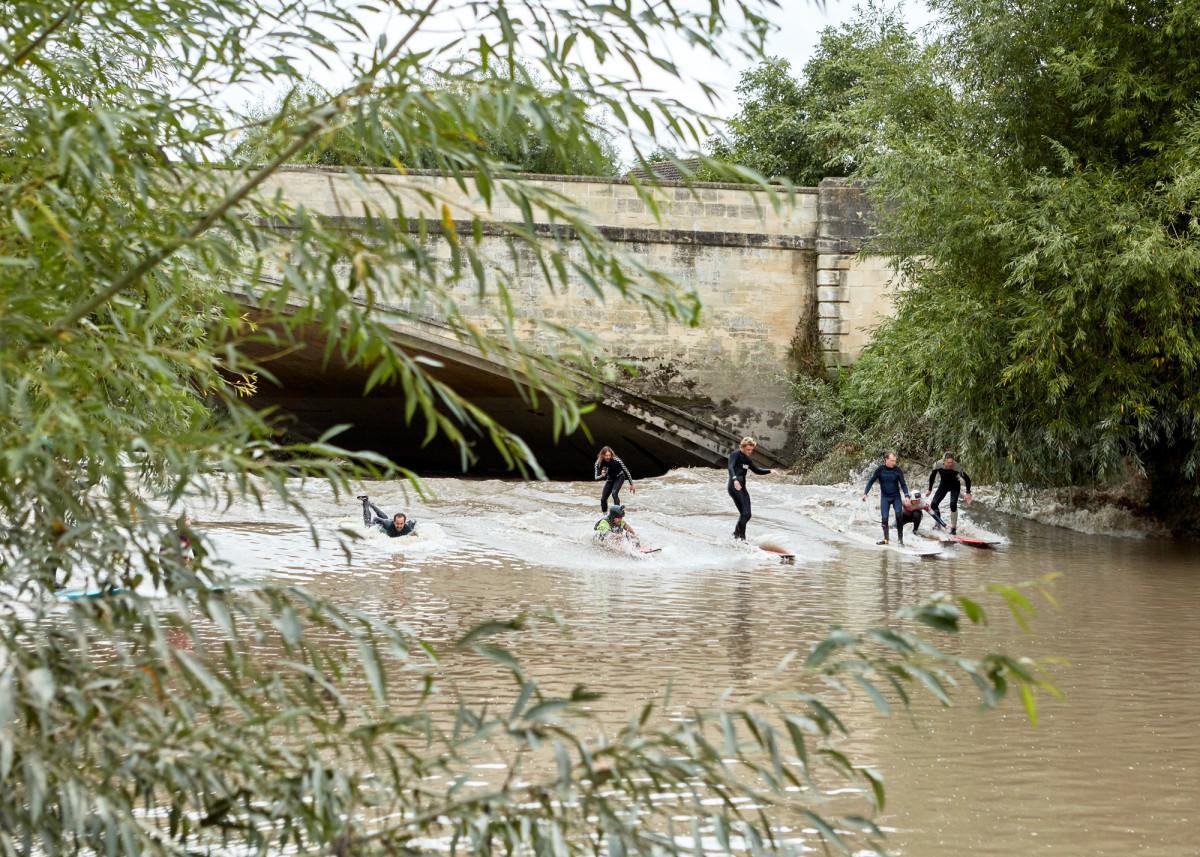 Dylan Graves Surfs England S River Severn Tidal Bore