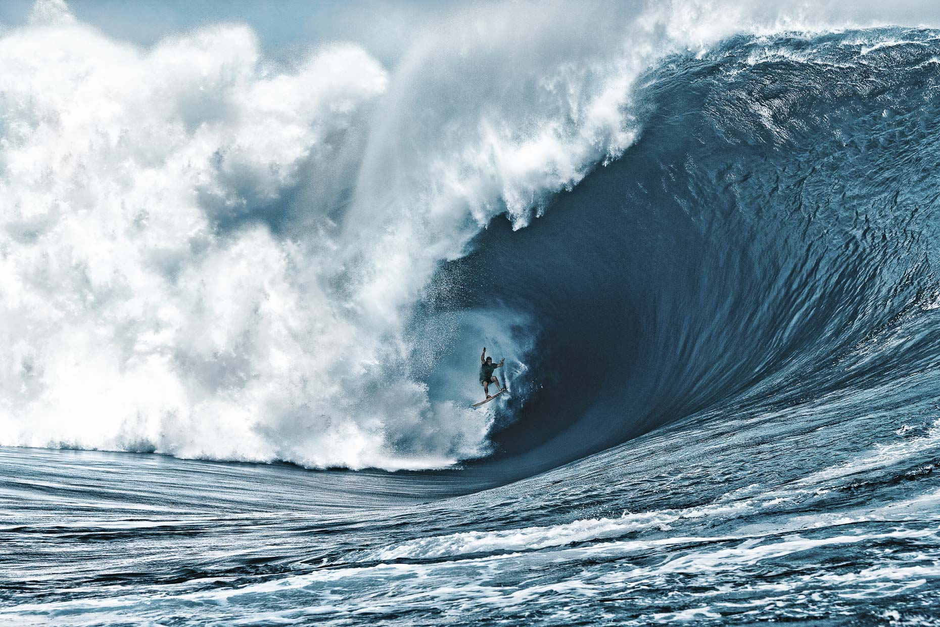 How Photographer Tom Servais Captured One of the Best Cloudbreak Images of All Time