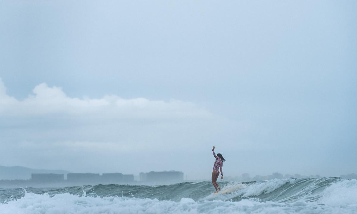 Online-Dating-Surfer