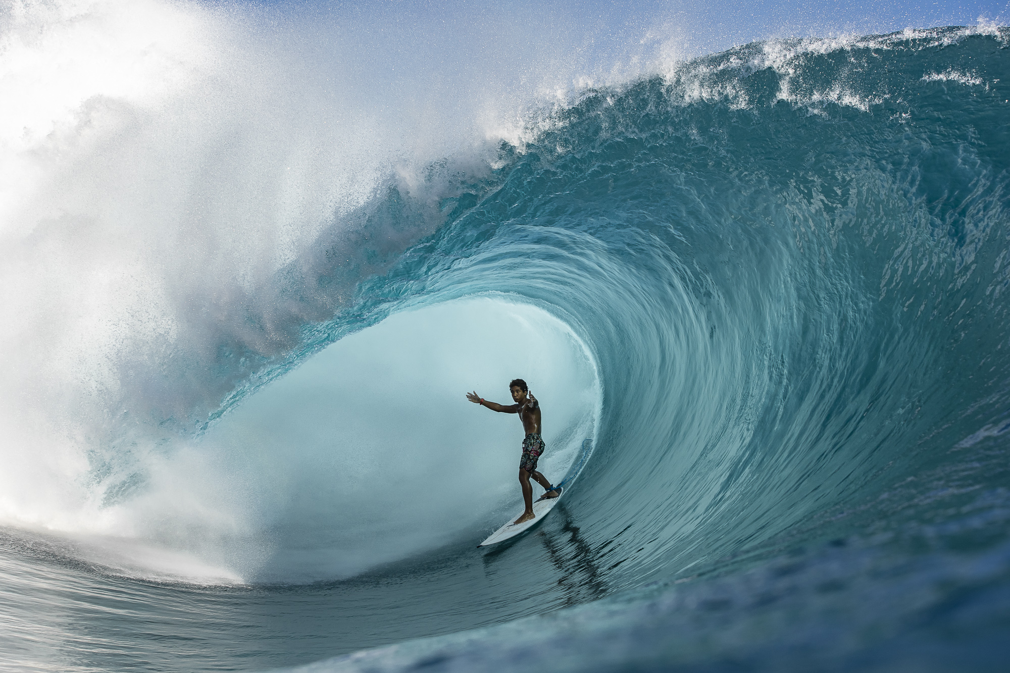 Tahitian Locals Come Out of Lockdown to Firing Teahupoo