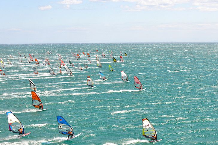 Defi Wind: 1000 windsurfers in Gruissan