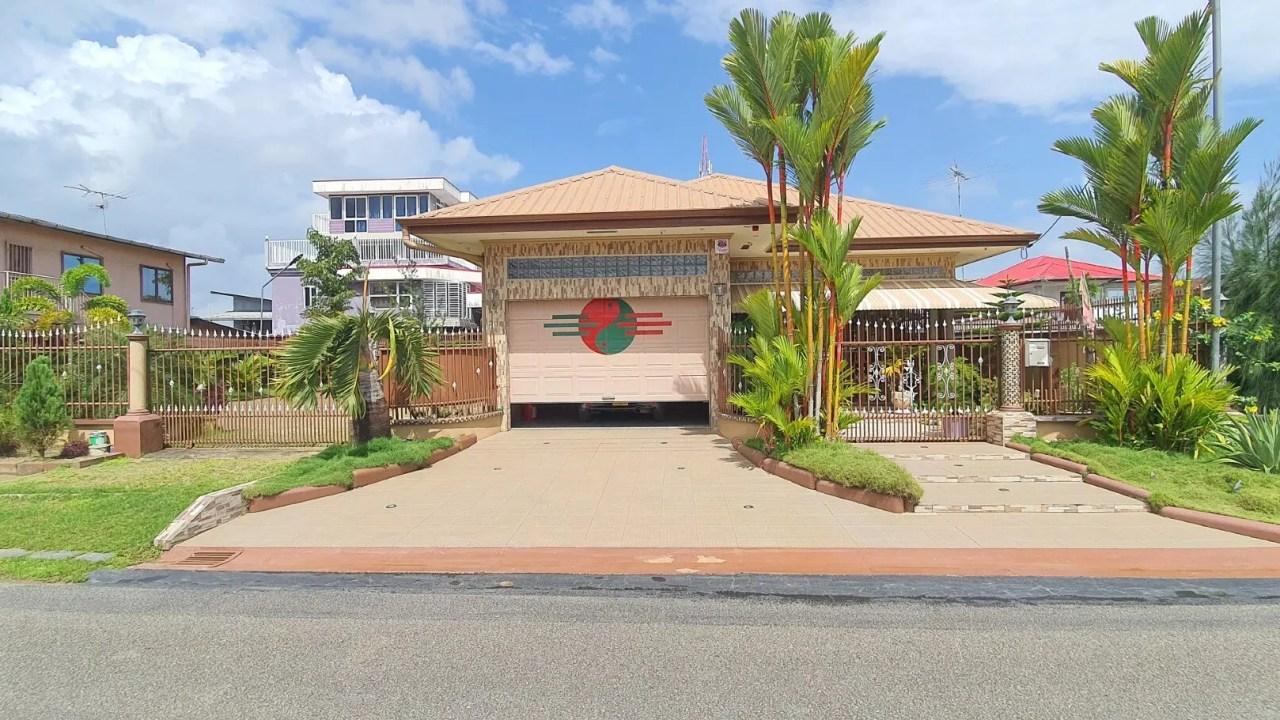 Ramlakhanstraat 16 - Vrijstaande woning centraal gelegen in omgeving zuid - zuidwest - Surgoed Makelaardij NV - Paramaribo, Suriname