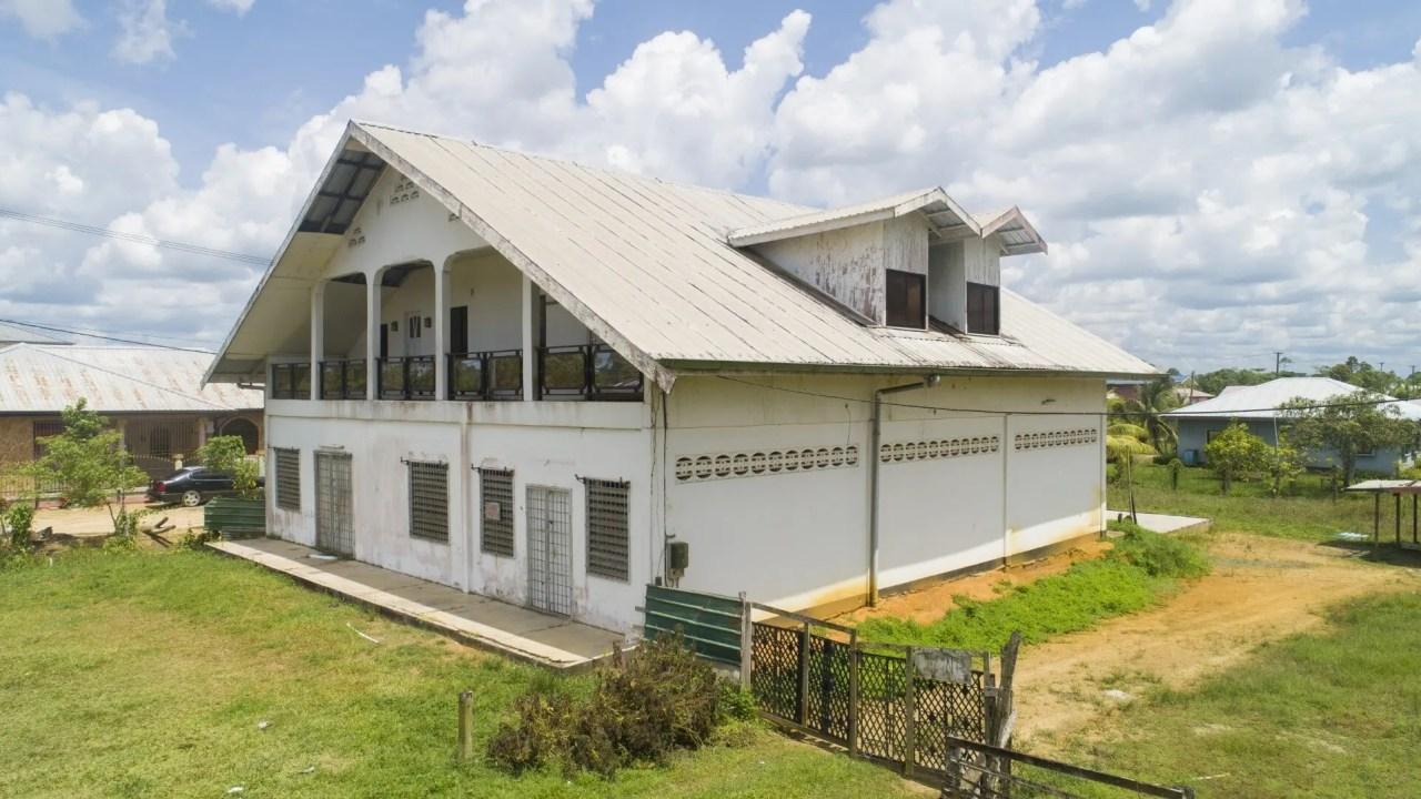 Bomapolder serie 3 perc. 46 en 47 - Commercieel renovatiepand met ruime parkeergelegenheid nabij Koewarasan-Centrum - Surgoed Makelaardij NV - Paramaribo, Suriname