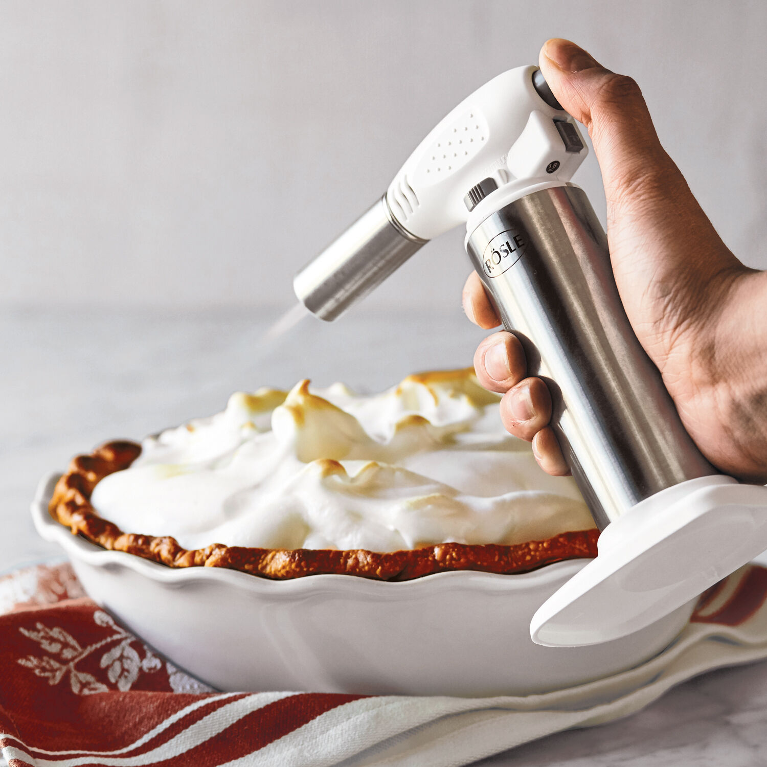 It to operate with butane or propane gas;. Rösle Kitchen Torch   Sur La Table
