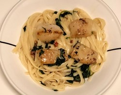 Tuscan linguine with scallops and spinach cream