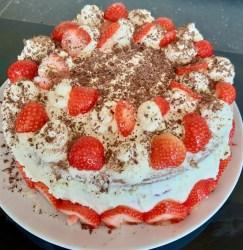 Highstreet strawberry cake