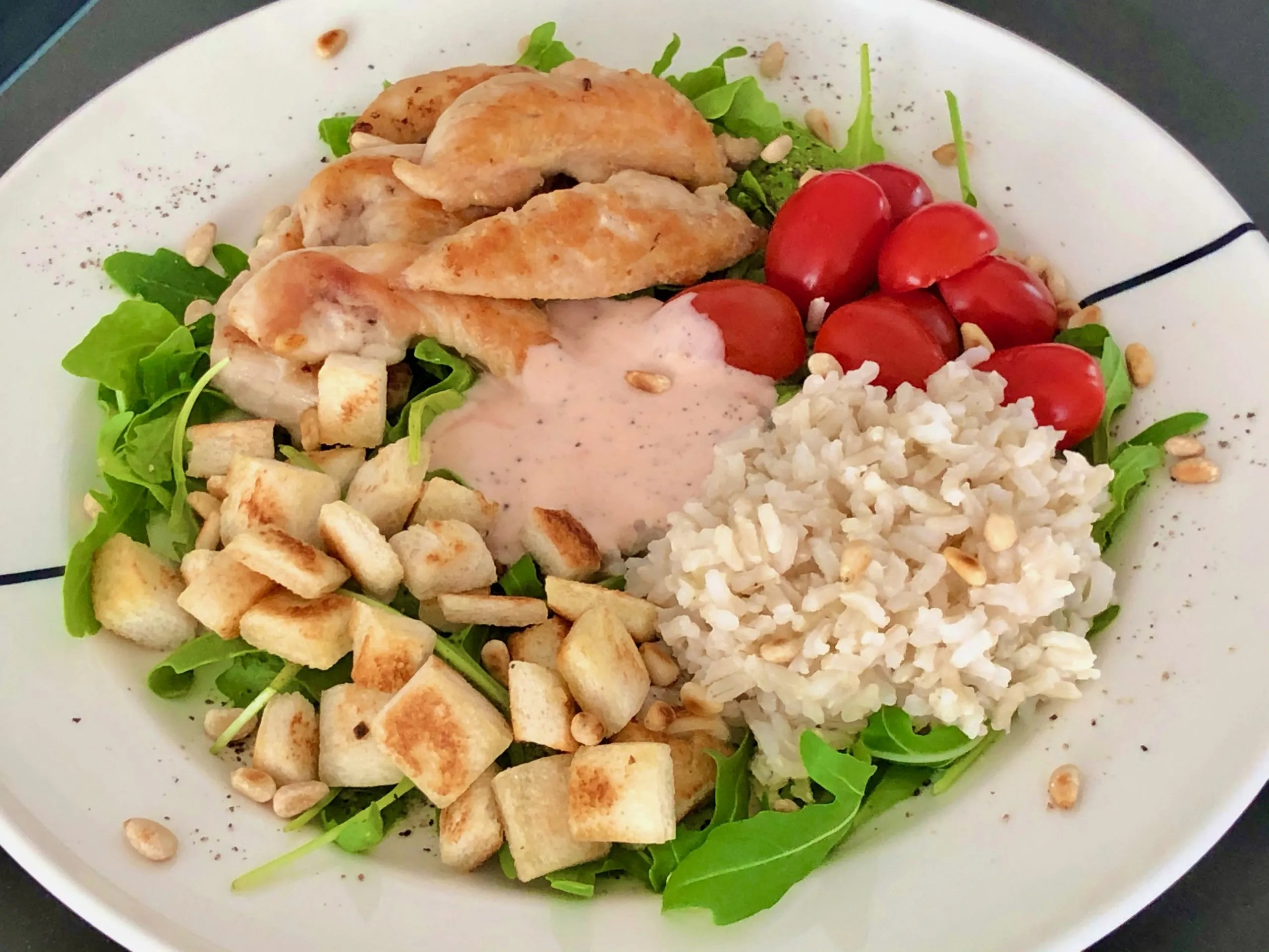 summer lunch with chicken and croutons