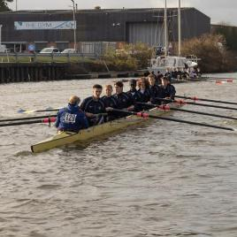 Men's beginner 8+ 'B' having pushed off