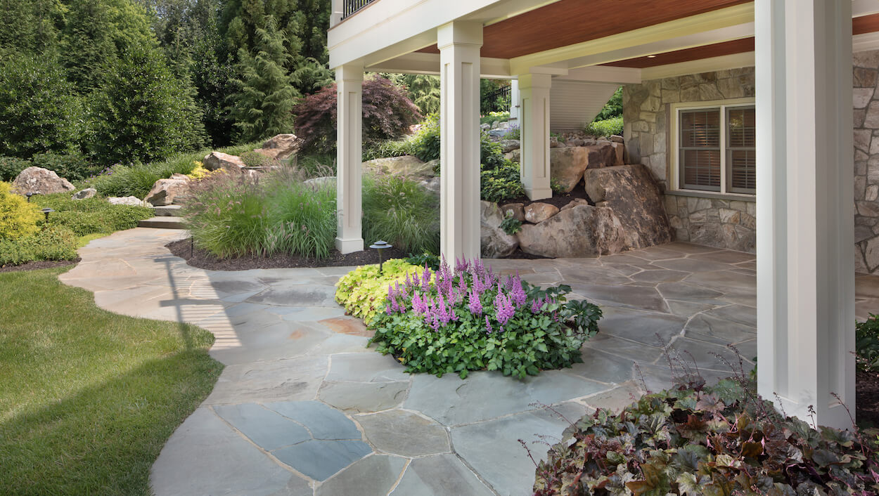 Should You Use Flagstone or Pavers in Your Backyard Patio