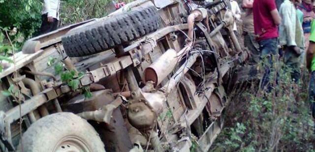 टिपर दुर्घटनाः १ जनाको ज्यान गयो, दर्जन बढी घाइते, चालक फरार