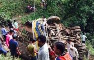 बस दुर्घटनामा ५ जनाको मृत्यु, १५ जना घाइते