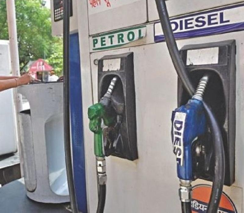 भारतमा पेट्रोलको मूल्य आकाशियो