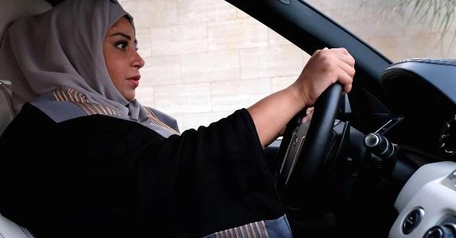 अरबका महिलाले मनाए खुसी