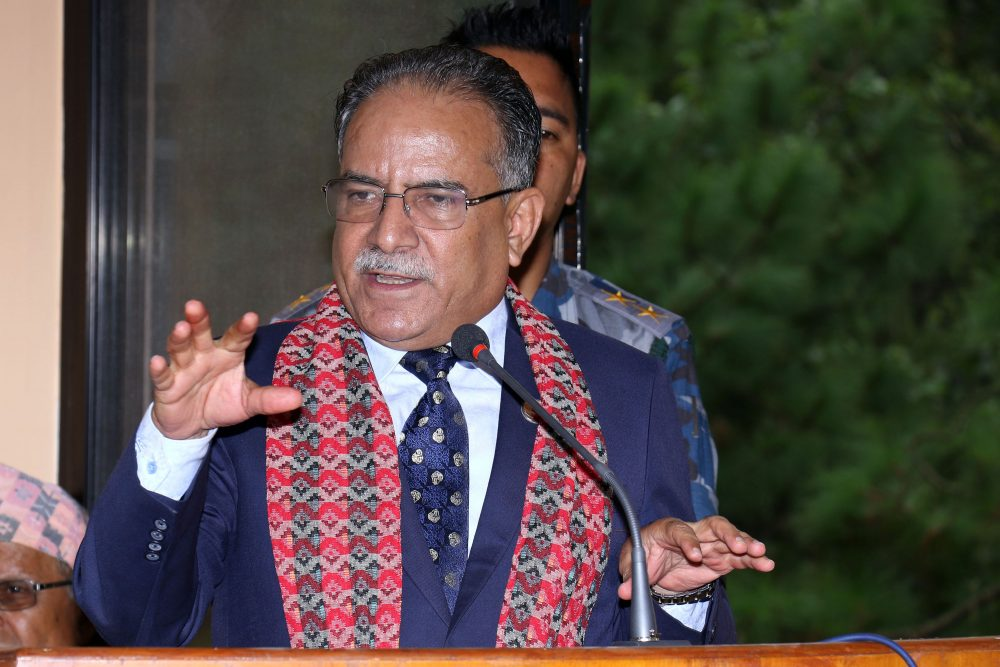 लाजै नमानी अध्यक्ष दहाल भन्छन्, 'काठमाडौँका  खाल्डाखुल्डी वर्षाका कारण पुर्न सकिएन'