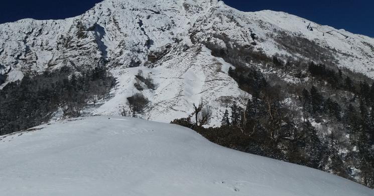आज बिहानबाट हुम्लामा हिमपात शुरु