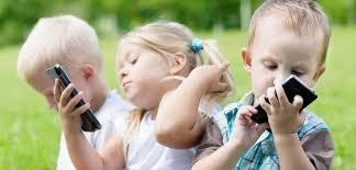 बच्चालाई मोबाइल हेर्नबाट कसरी सीमित गर्ने ? सोचेजति सहज छैन