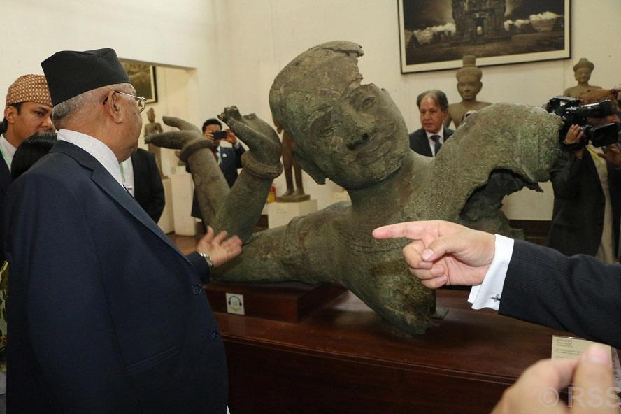 प्रधानमन्त्री ओलीद्वारा आज कम्बोडियाली राष्ट्रिय सङ्ग्रहालयको अवलोकन