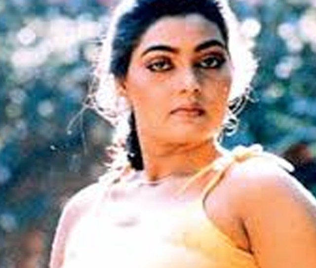 Belonging To A Lower Middle Class Family Shakeela Quit Studies At A Very Tender Age The Actress Had Six Siblings And To Make Both Ends Meet