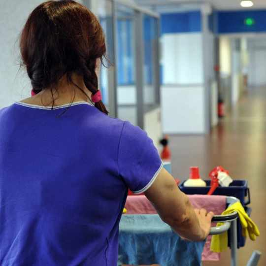 Ménage pour les particuliers prestation de service de chez sury conciergerie
