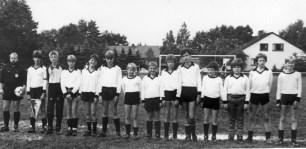 C-Jugend 1985 V.l. Christian Girotto-Markus Becker-Frank Girotto-Dominik Brieske, Patrick Schlüter, Markus Körner, Michael Westerhoff, Michael Schmale, Carsten Poggel-Holger Schrimpf, Michael Kohla, Georg Karbowski, Markus Horstmann.