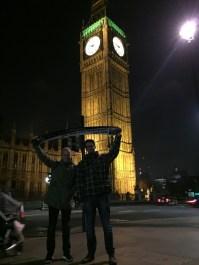 Lennart Wilms und Johannes Plett in London am 23.03.17 vor BIG BEN