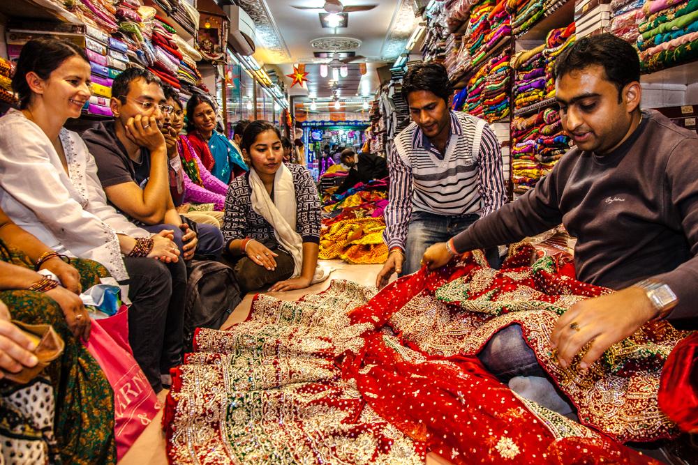 hochzeit indien 2 shoppen auf indisch kauf der hochzeitskleider susali travel. Black Bedroom Furniture Sets. Home Design Ideas