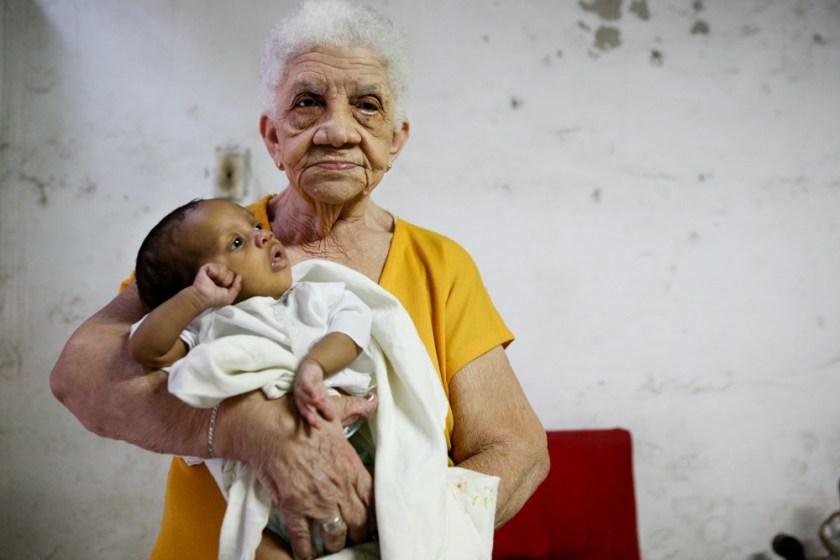 Kuba Havanna Habana Fotograf people Familie Baby Oma-4